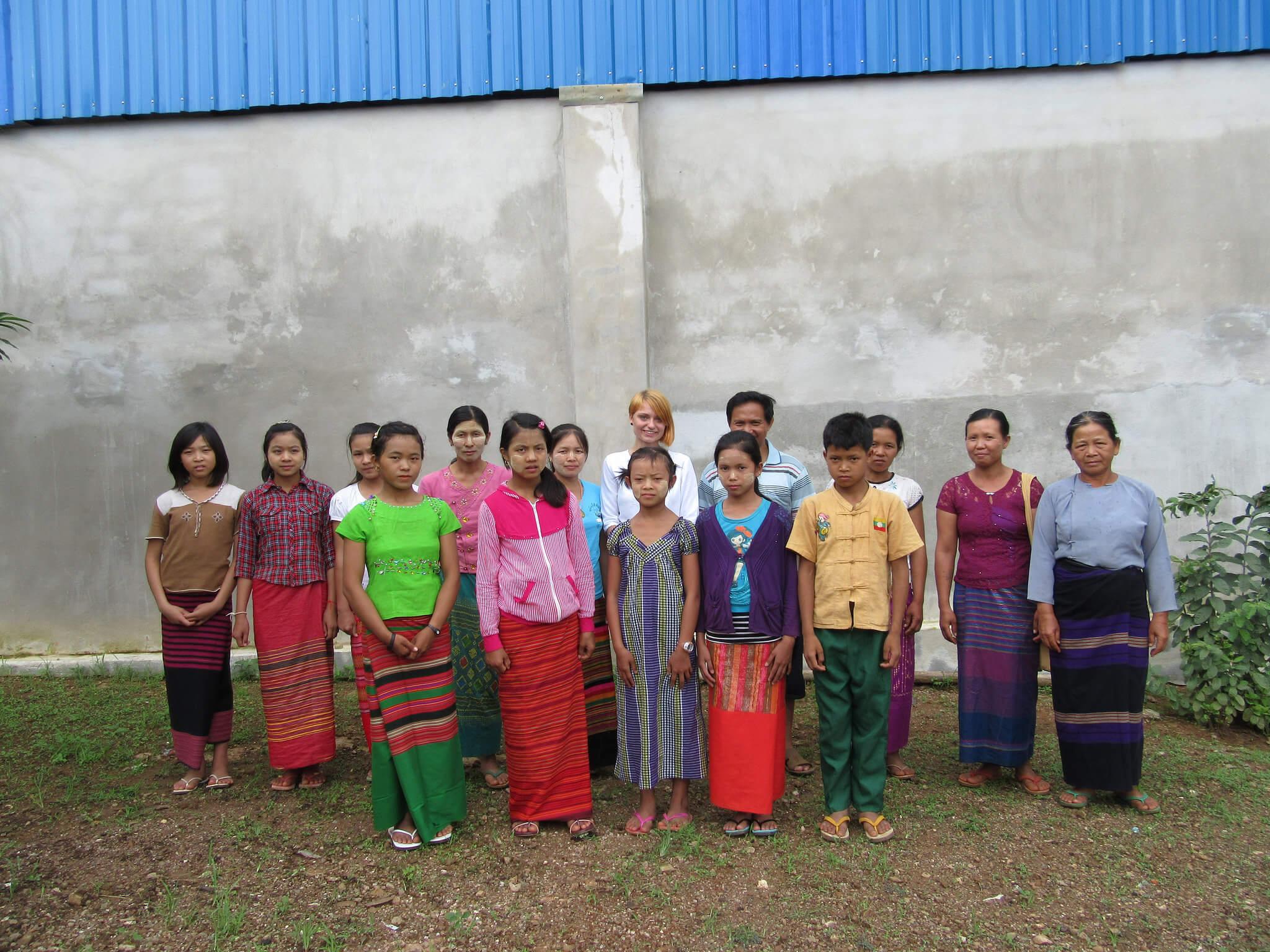 Birmablogi-toetuslapsed vanematega Mondo